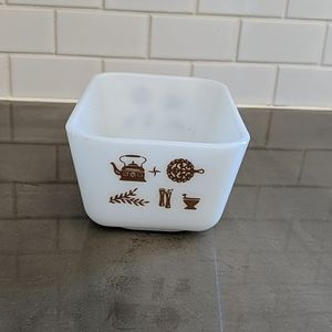 Pyrex Early American small load pan/butter dish.